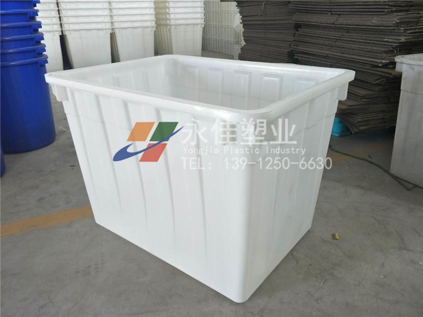 <b>塑料水箱</b>